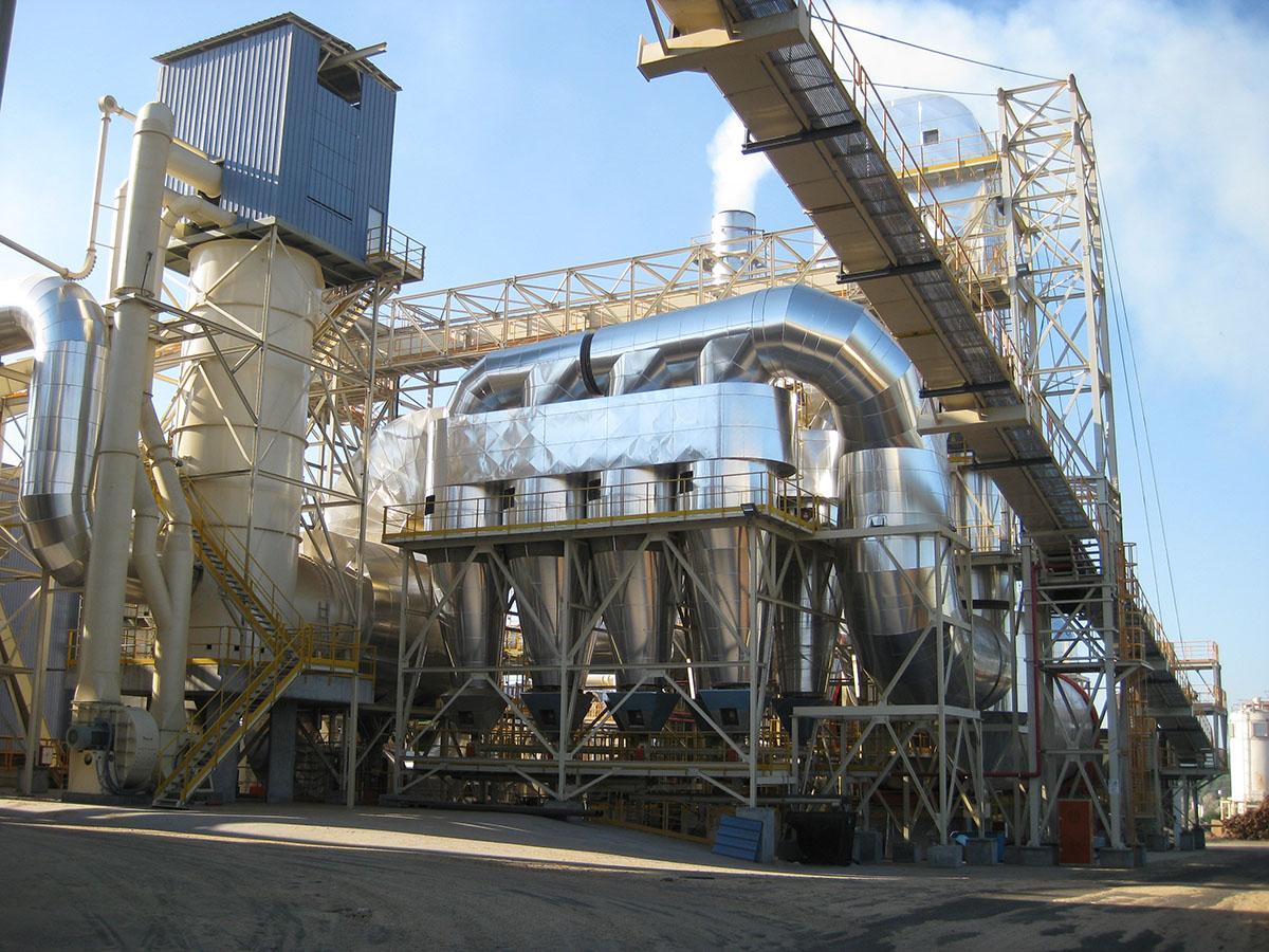 Cámara de combustión vertical con aprovechamiento de gases calientes y separador de arena 1